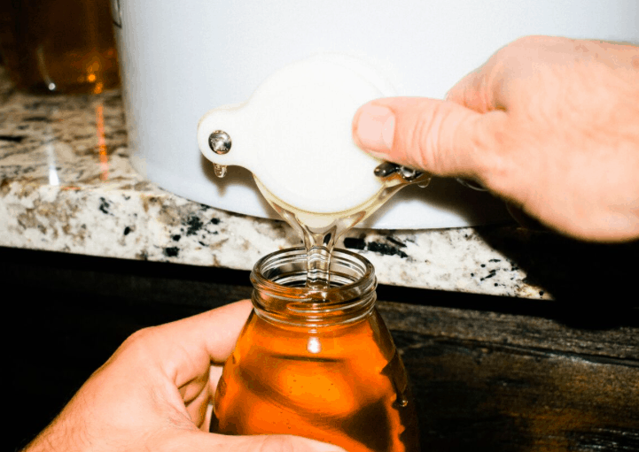 extracting and harvesting honey on the farmhow to harvest and extract honey